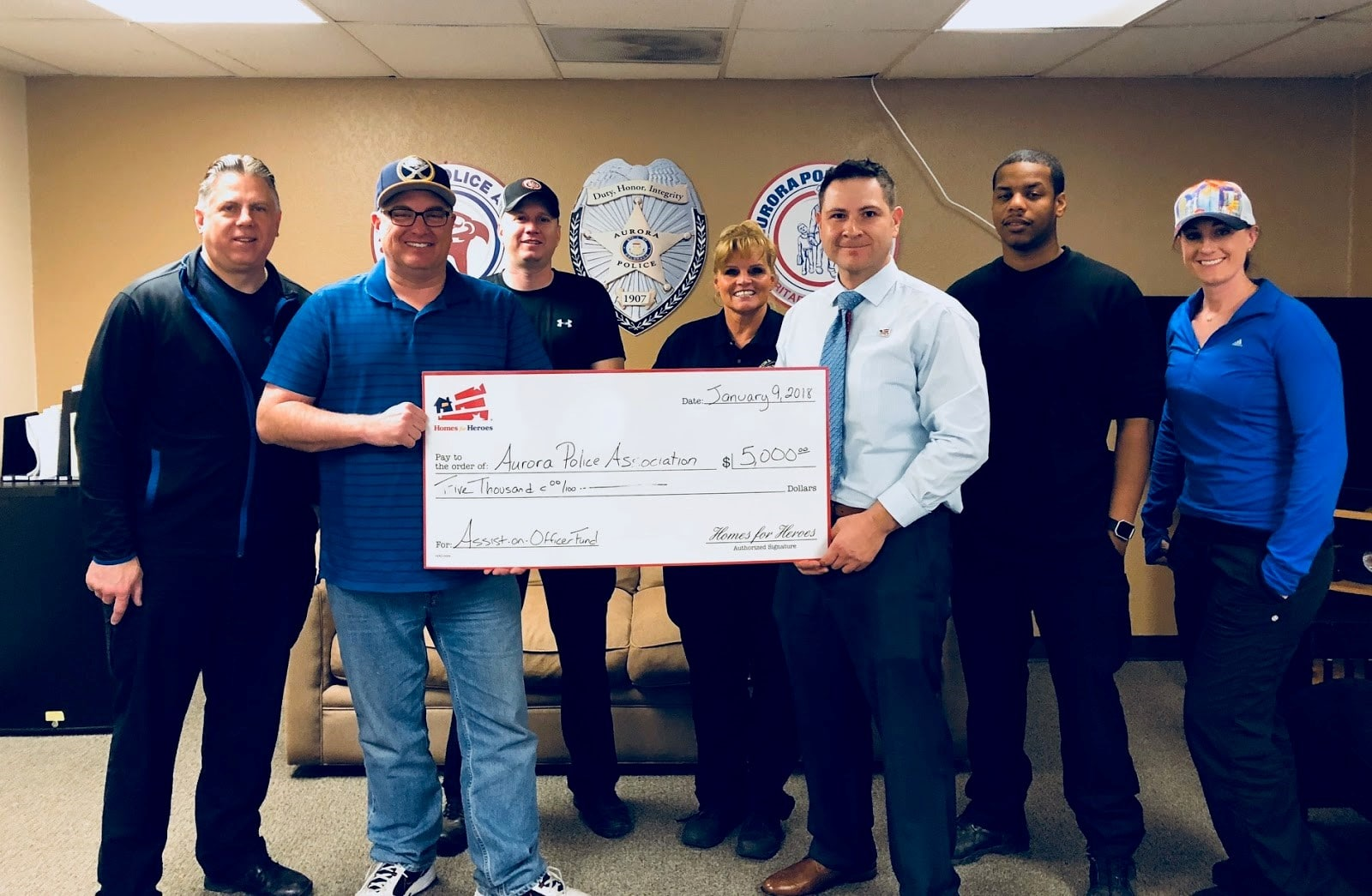 Aurora Police Association receives grant money from Homes For Heroes