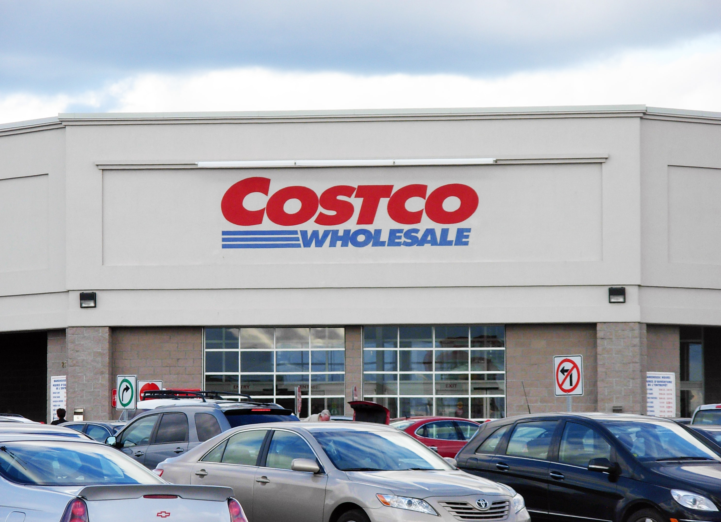 Costco to honor Military