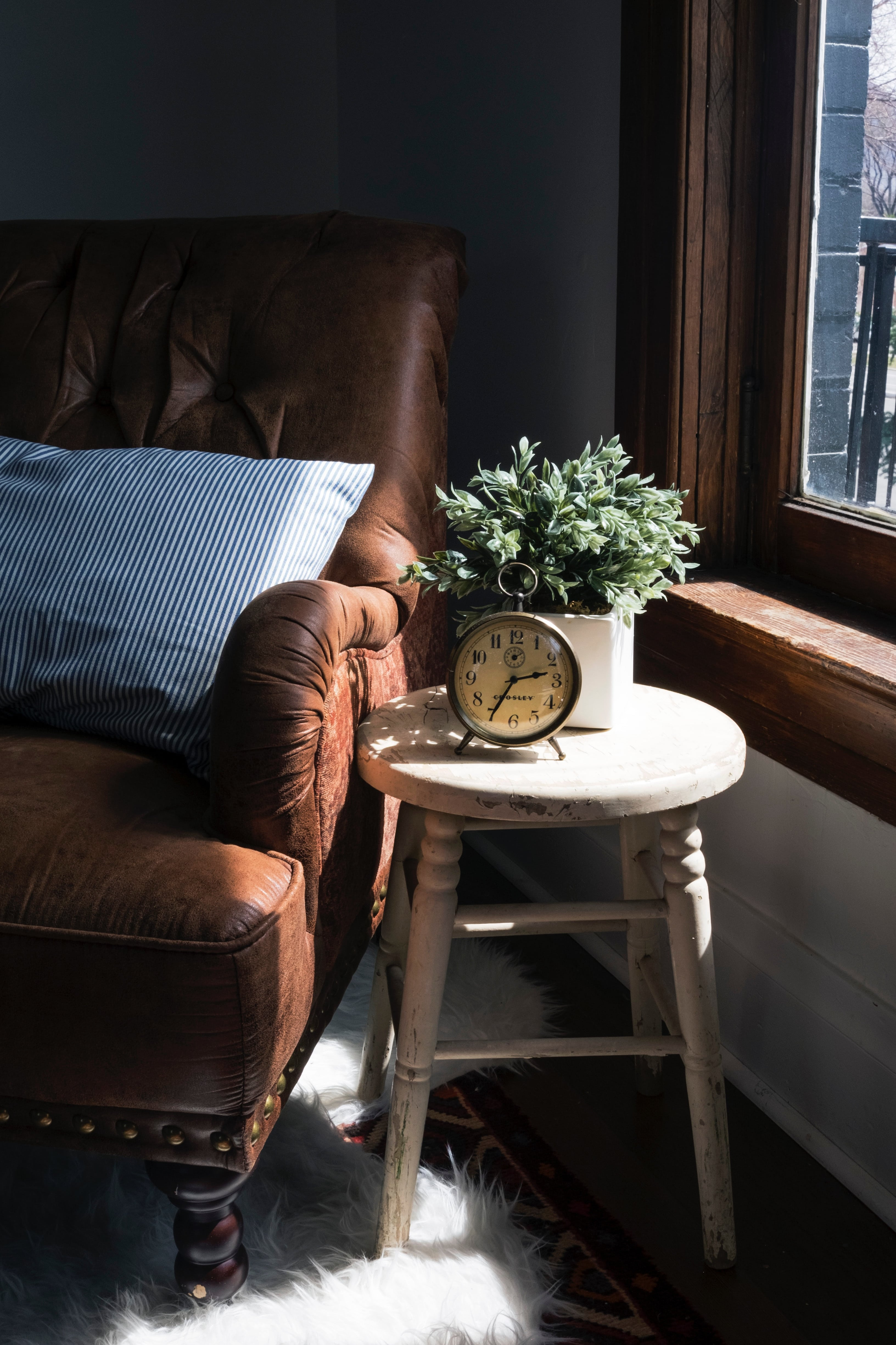 Sofa and Table Clocka